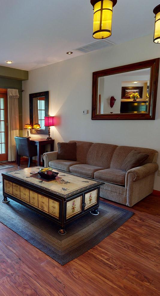 Lodge-at-Keen-Lake-Luxury-Vacation-Lodging-Poconos-Pennsylvania-Small-Units-Side-Image